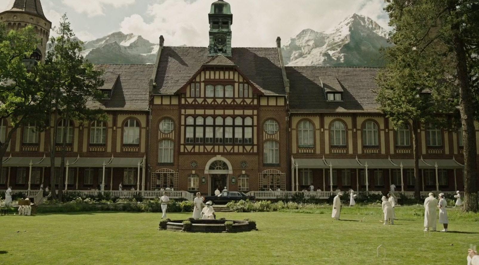 Санаторий для богатых в Альпах