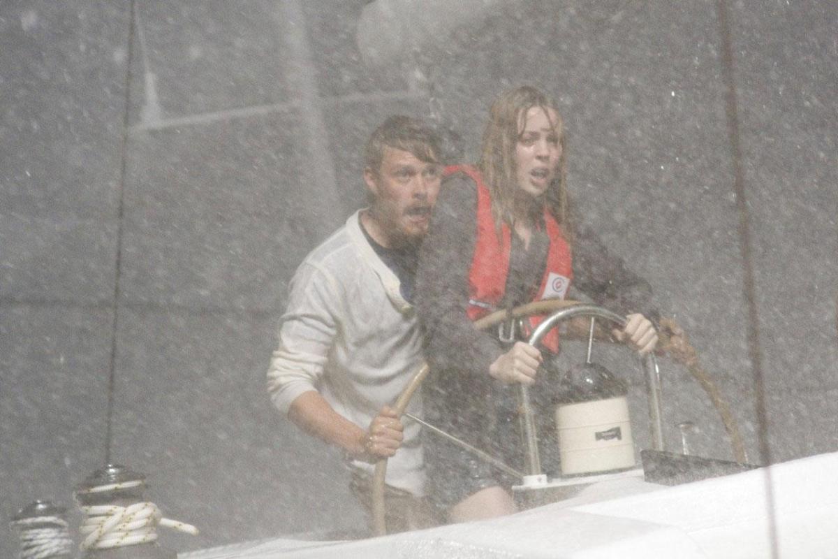 шторм и крушение яхты