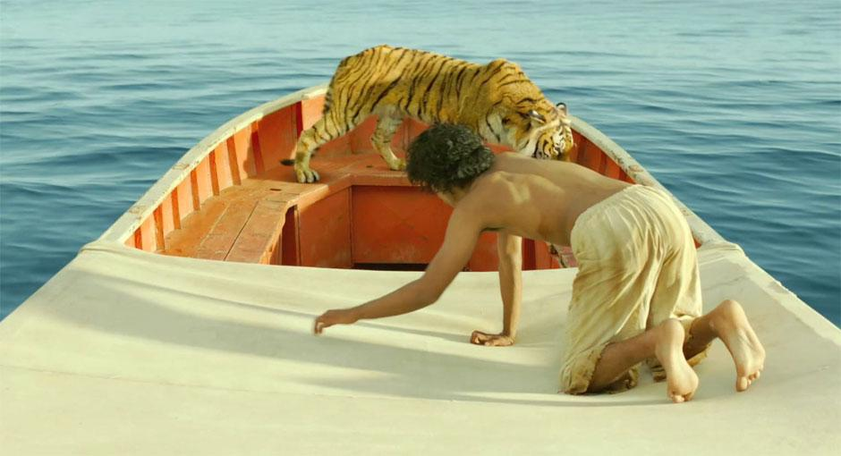 Молодой Пи приручает тигра